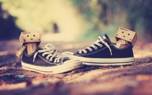 2013-10-danbo-love-couple-shoes-hd-wallpaper